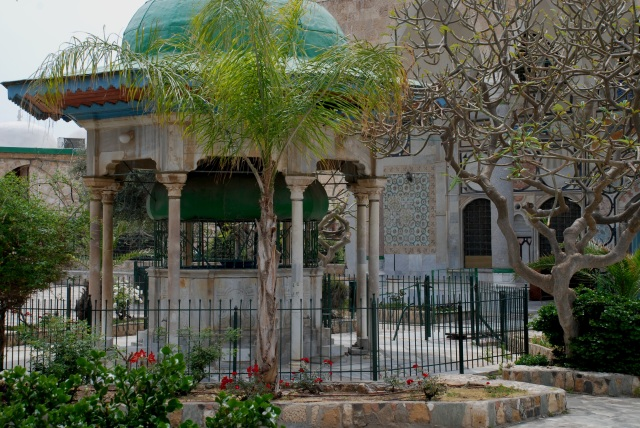 Akko mosque garden