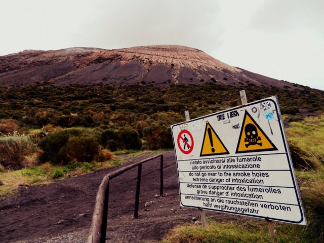 warning sign Vulcano