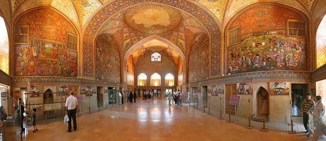 Chehel_Sotoun_Inside,_Isfahan_Edit1