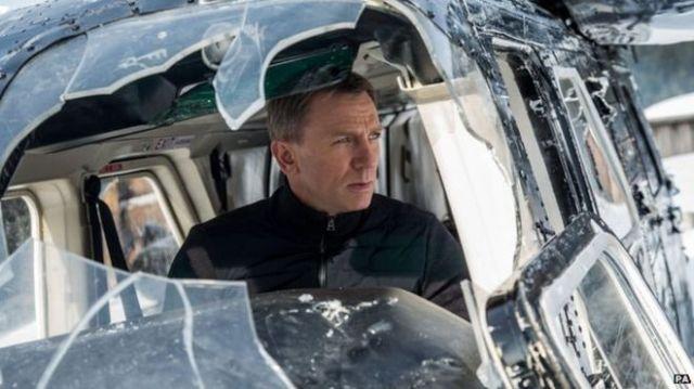 SPECTRE Daniel Craig plane