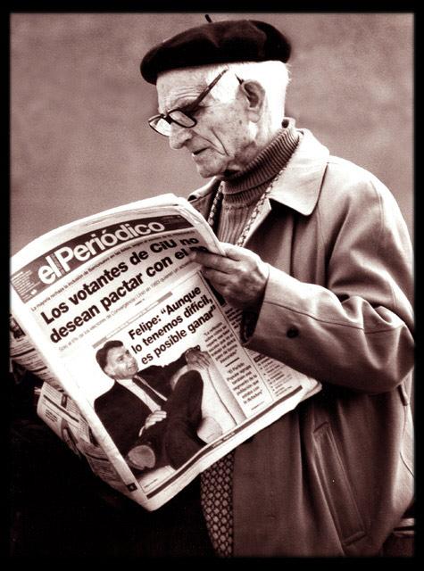abuelo-leyendo-peric3b3dico