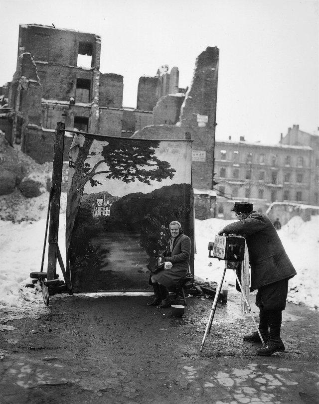 Warsaw 1946.jpg