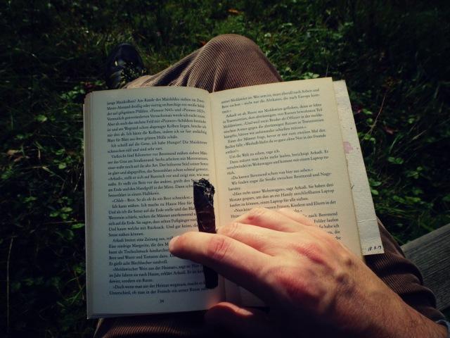 Buch mit Zigarre